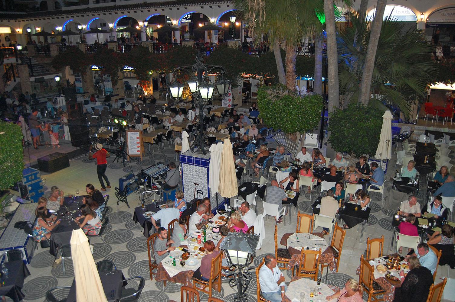 ITSH Property Nightly summer entertainment in the Villamartin Plaza 24