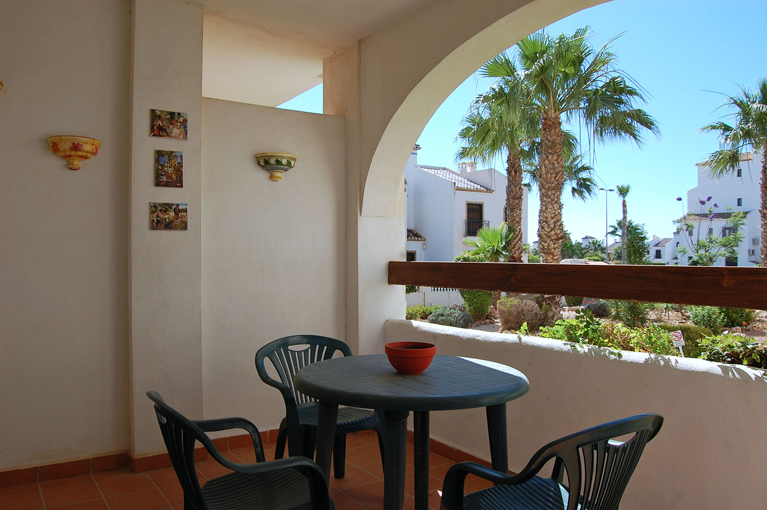 ITSH Property Terrace with beautiful views to the communla gardens 8