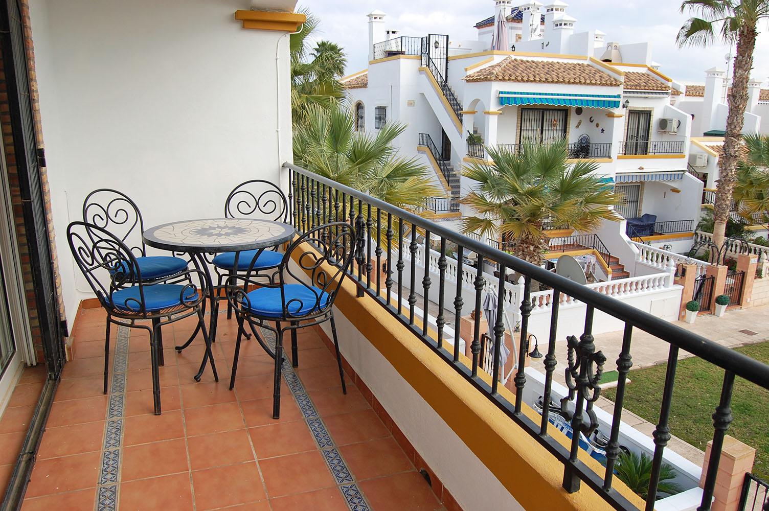 ITSH Property Livingroom balcony 13