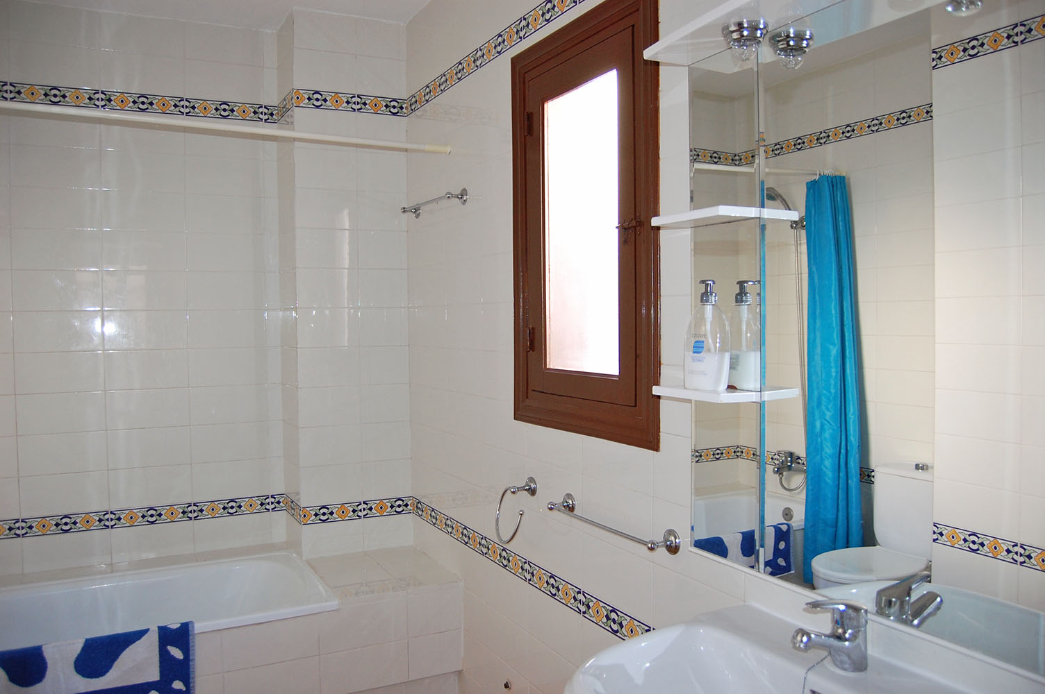ITSH Property Huge fully fitted bathroom 8