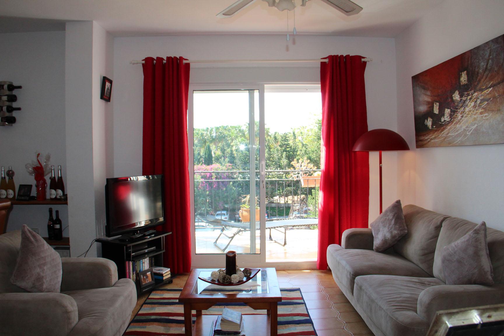ITSH Property Large spacious living room 4