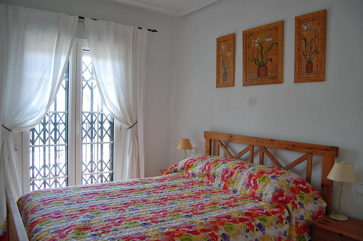 ITSH Property Double bedroom with en suite shower room 8