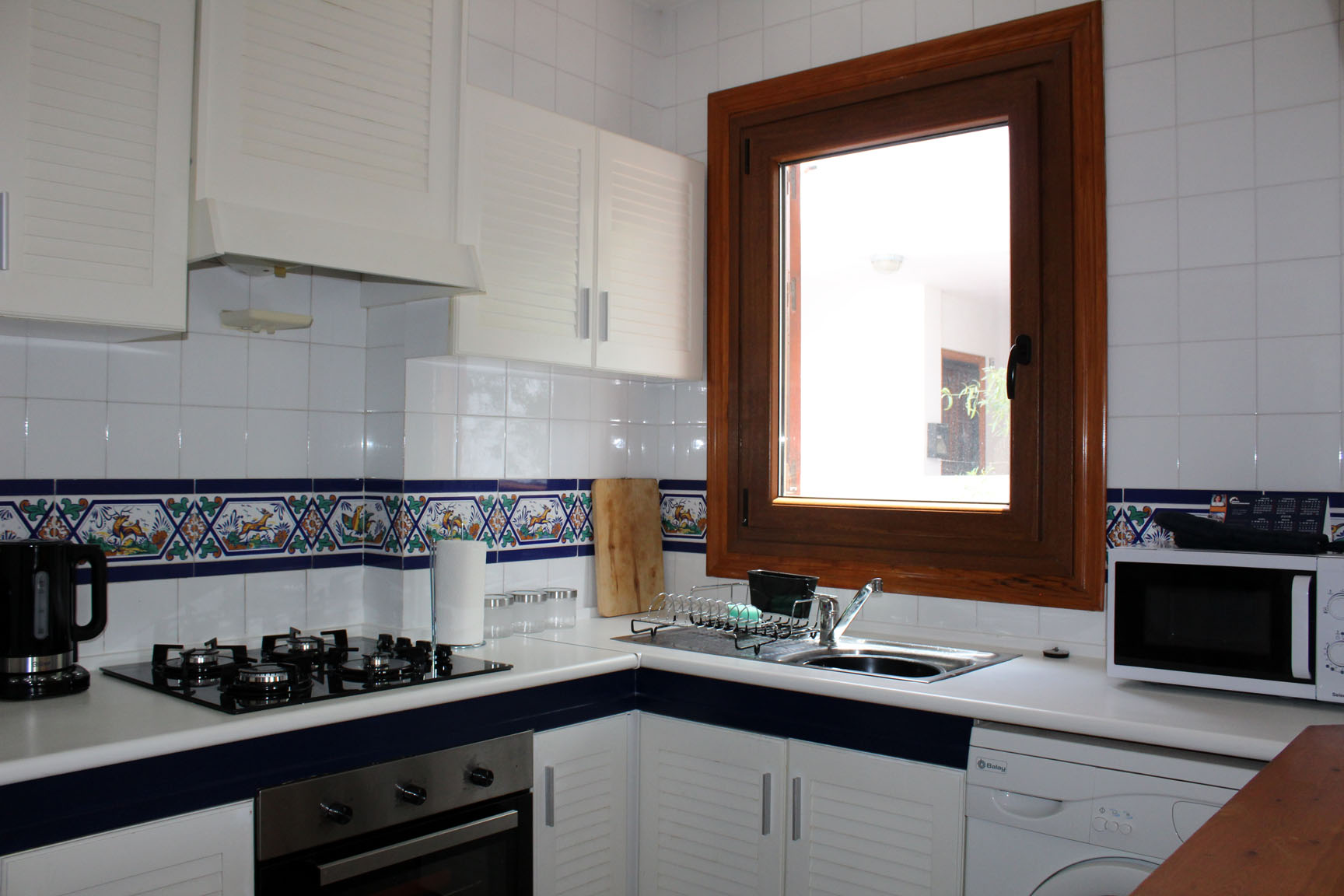 ITSH Property Large fully fitted kitchen 6