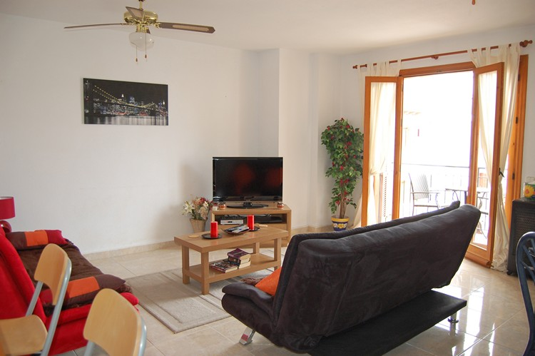 ITSH Property Large spacious livingroom with flatscreen tele and full UK viewing 3