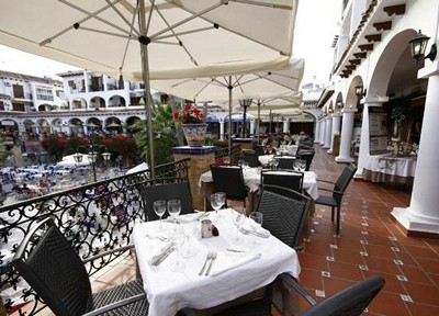 ITSH Property Luxurious dining in the Villamartin Plaza 15