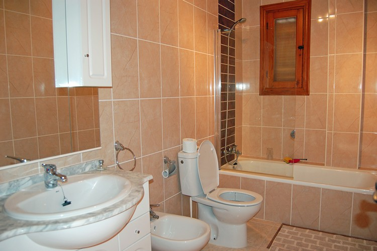 ITSH Property Large fully fitted bathroom 12