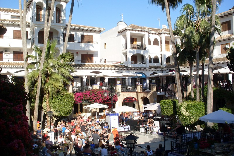 ITSH Property Daytime entertainment in the Villamartin Plaza 15