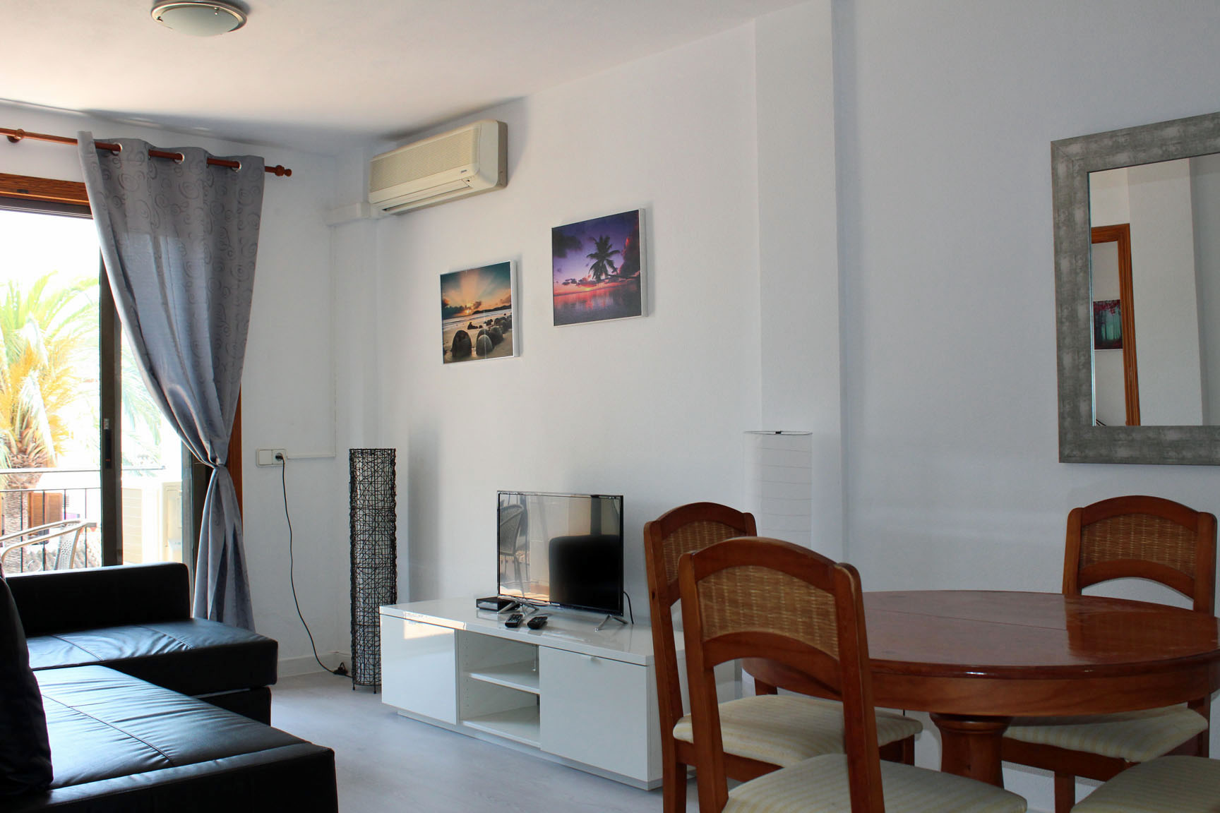 ITSH Property Newly refurbed living room and dining area 4
