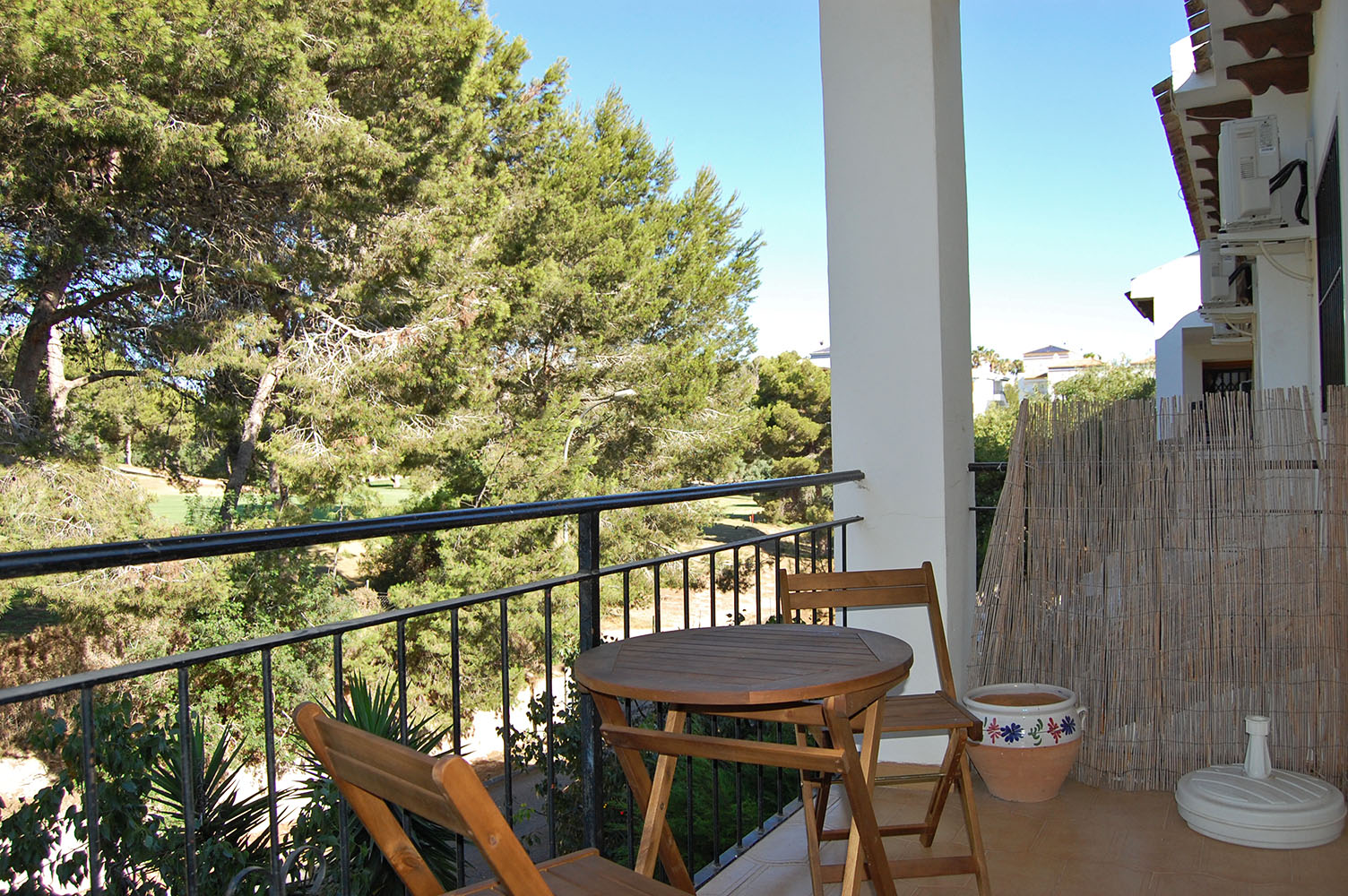 ITSH Property Lovely balcony overlooking the Villamartin Golf course 7