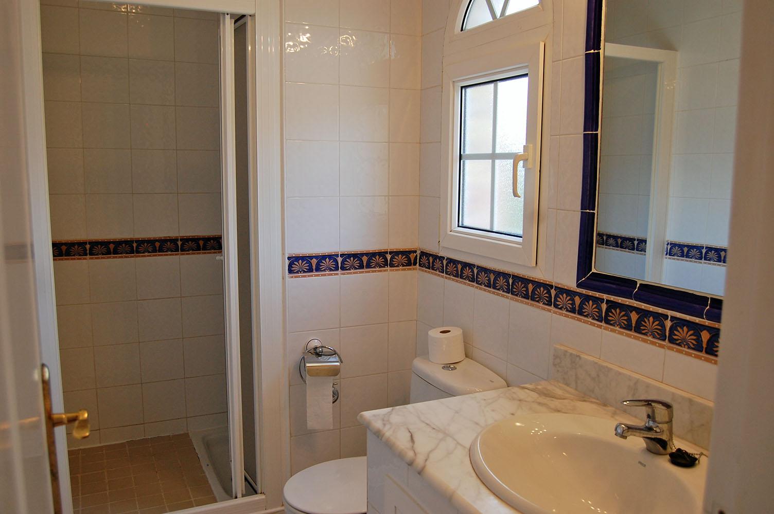 ITSH Property En suite shower room to master bedroom 11