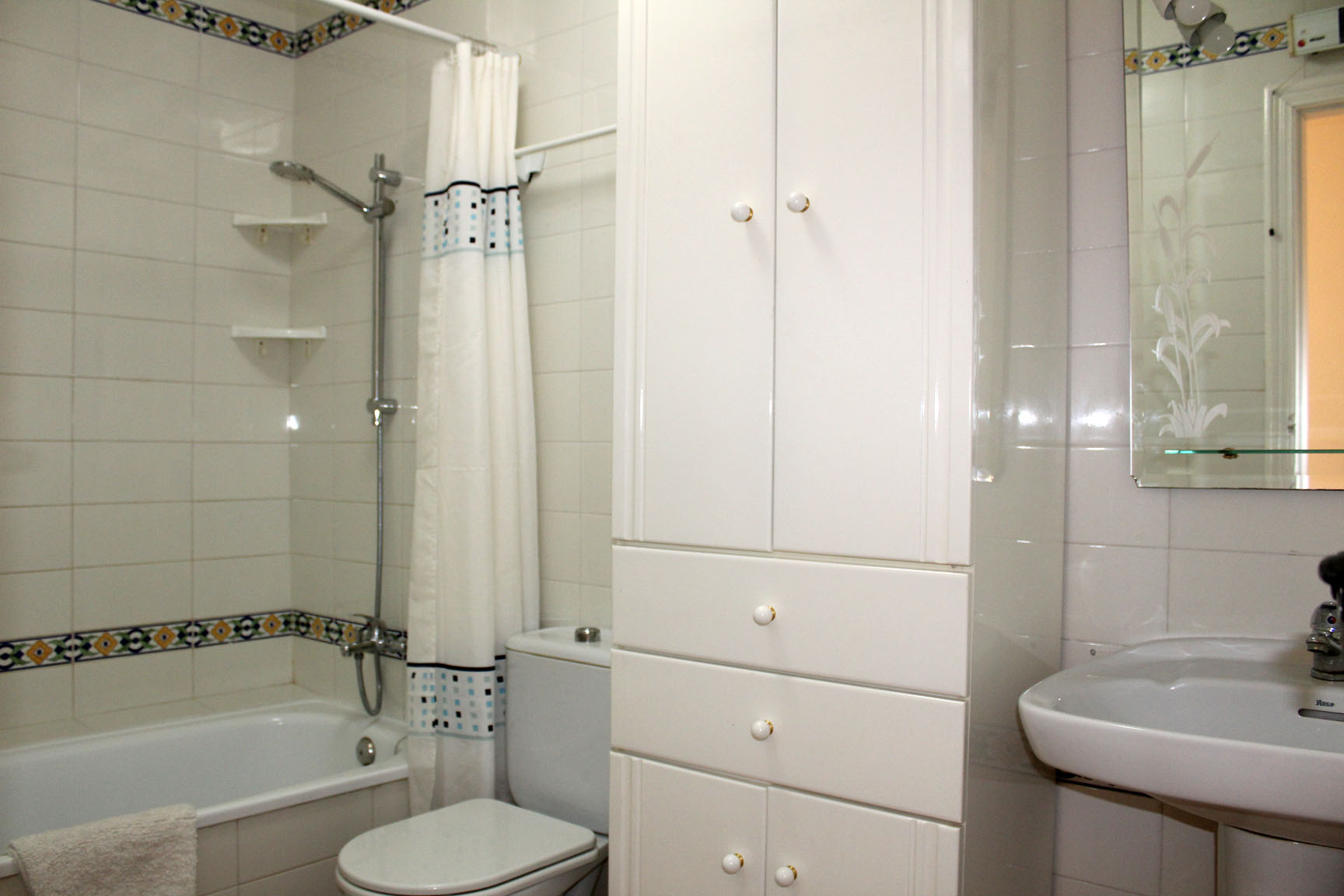 ITSH Property Full family style bathroom 9