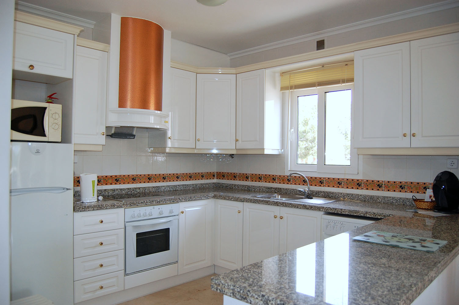 ITSH Property Spacious fully fitted kitchen 6