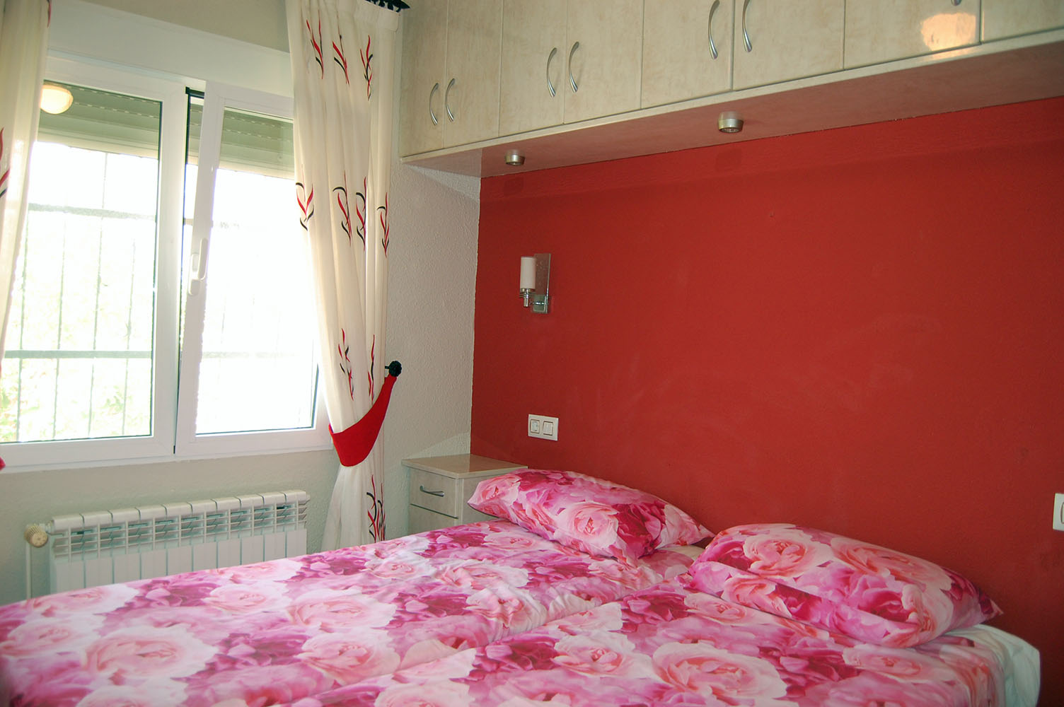 ITSH Property Twin bedroom with builtin wardrobes 10