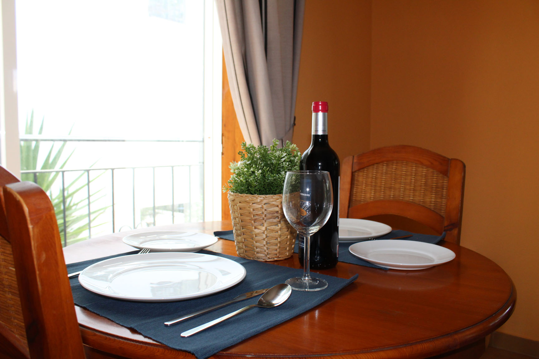 ITSH Property Dining area for 2 4