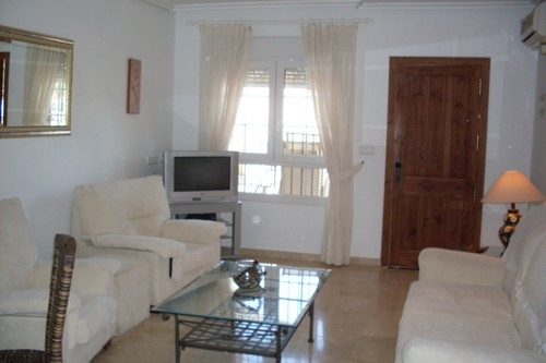 ITSH Property Spacious Livingroom with aircon, UK TV and Free WIFI 4