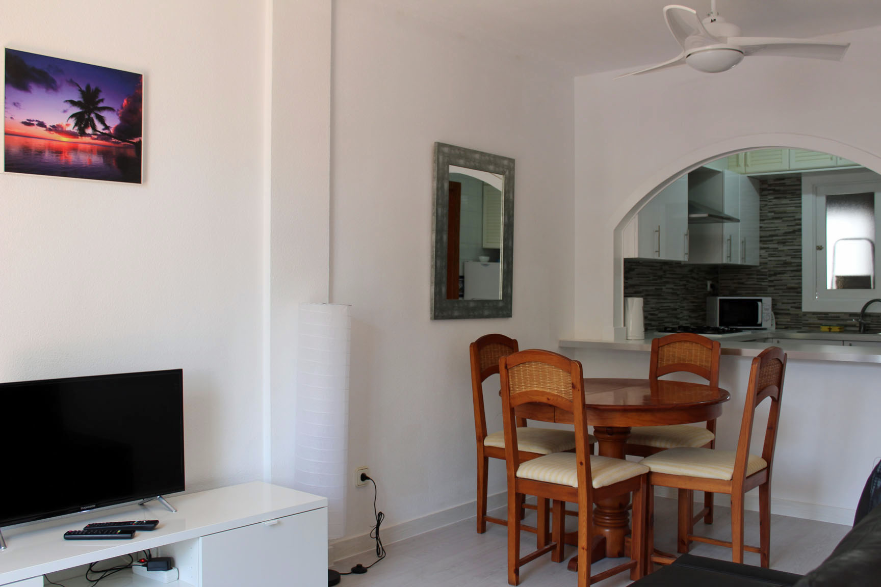 ITSH Property Newly refurbed living room and dining area 5
