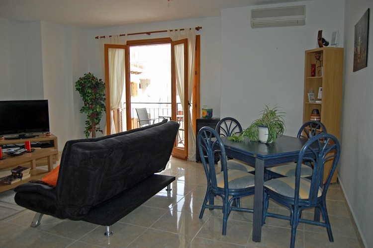 ITSH Property Dining area for four 5