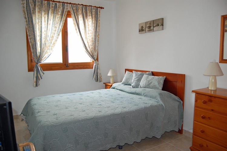 ITSH Property Bedroom with double bed and builtin wardrobe 10