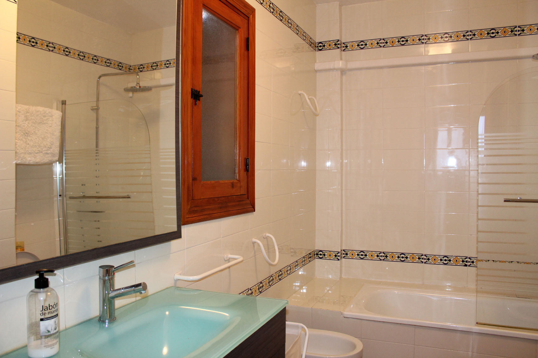 ITSH Property Large family style bathroom 8