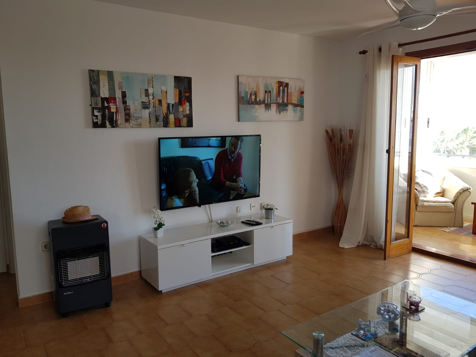 ITSH Property Flat screen TV with full UK chanels 5