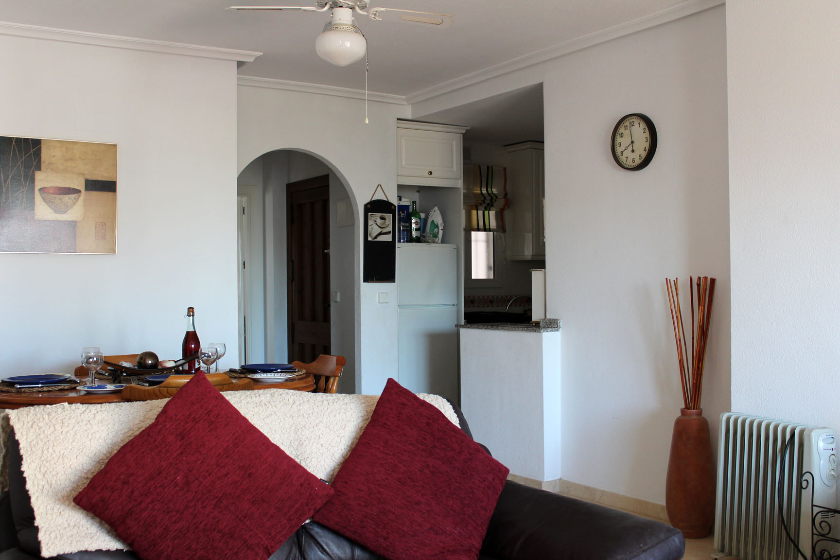 ITSH Property Spacious living room and dining area 4