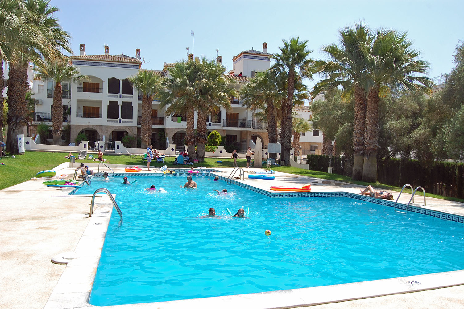 ITSH Property Communal pool for the Villamartin Plaza. 2