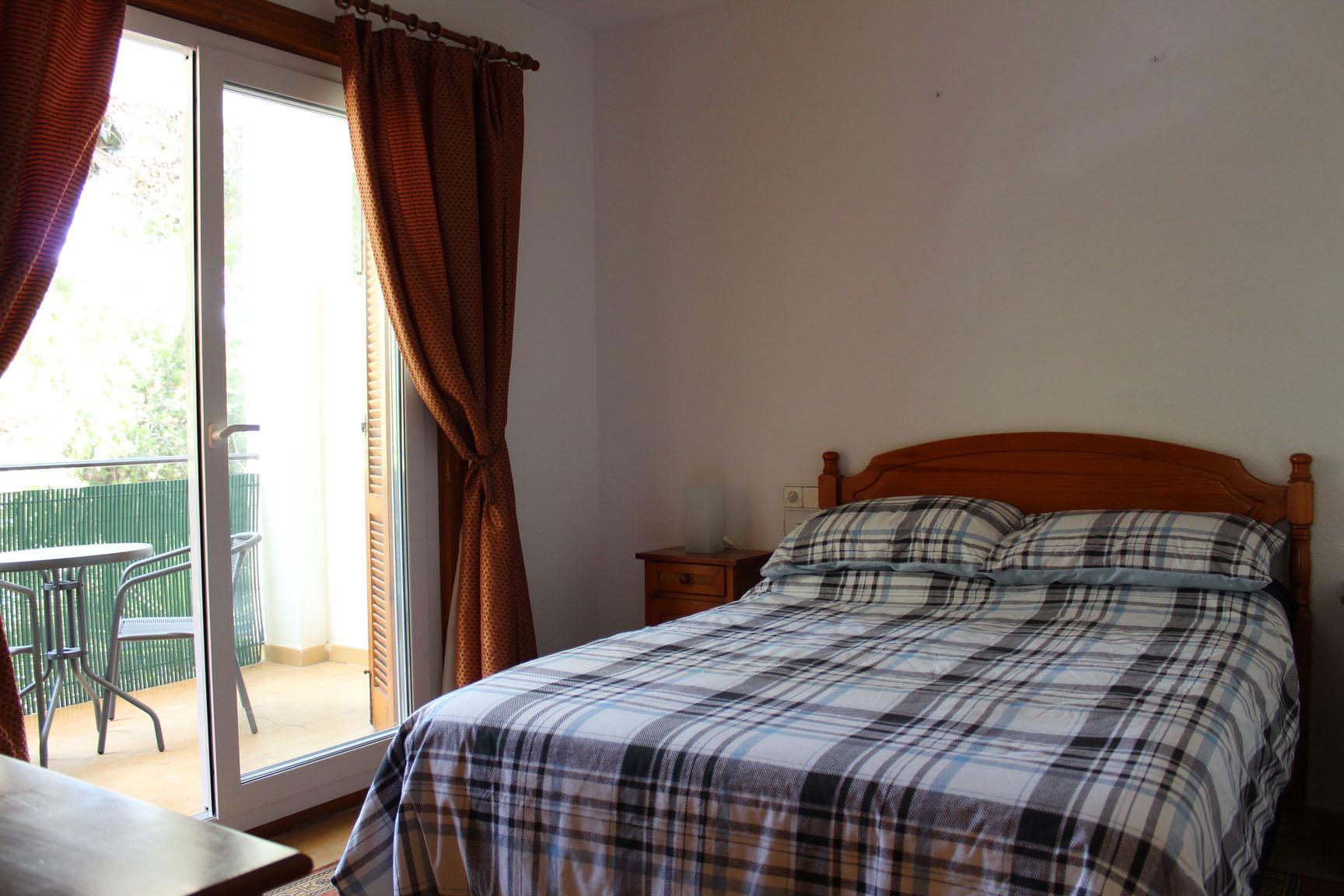 ITSH Property Double bedroom with balcony 7