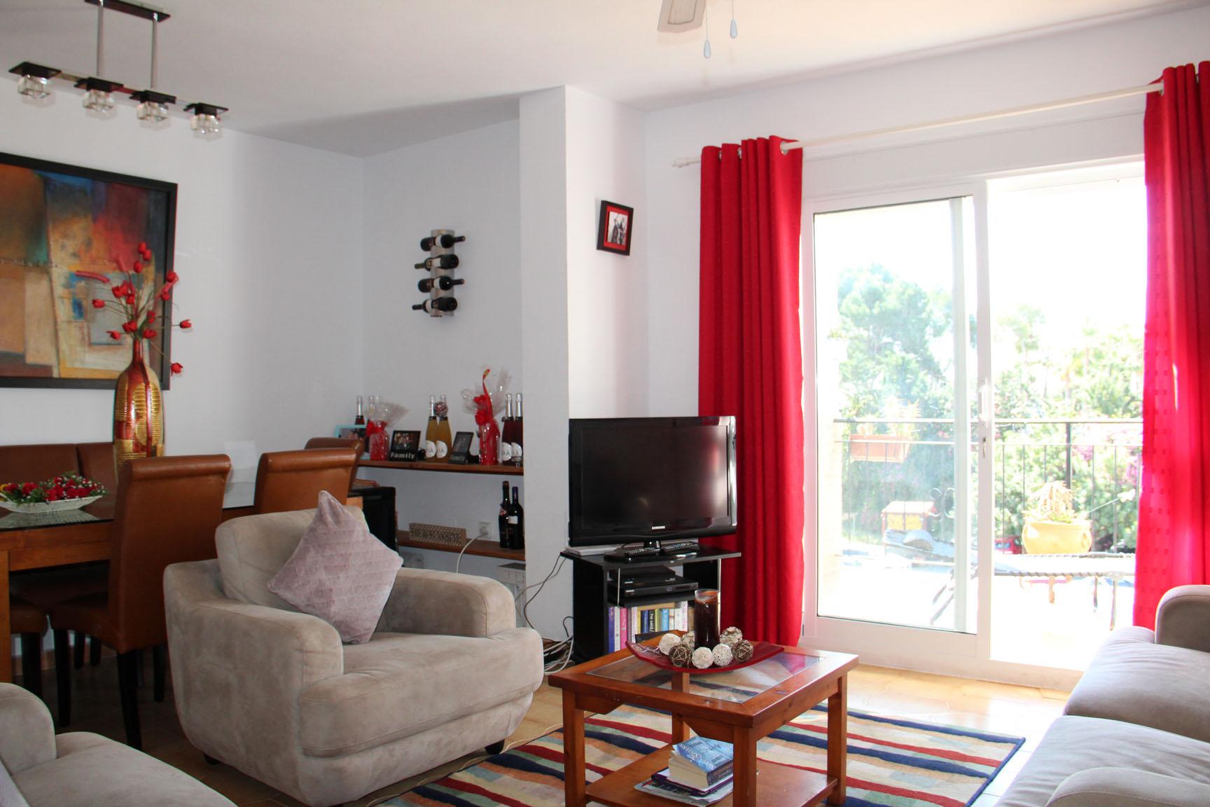 ITSH Property Large spacious living room 3