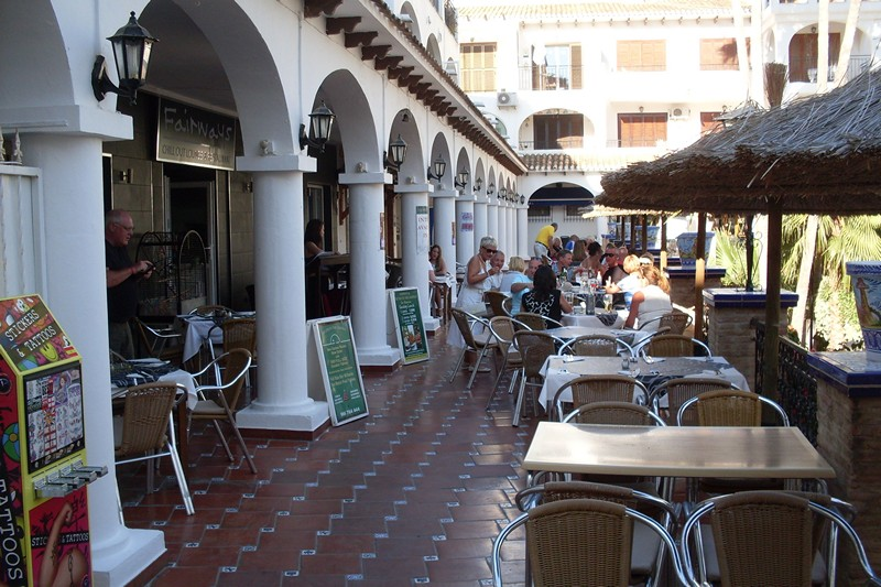 ITSH Property Dining in the famous Villamartin Plaza 19