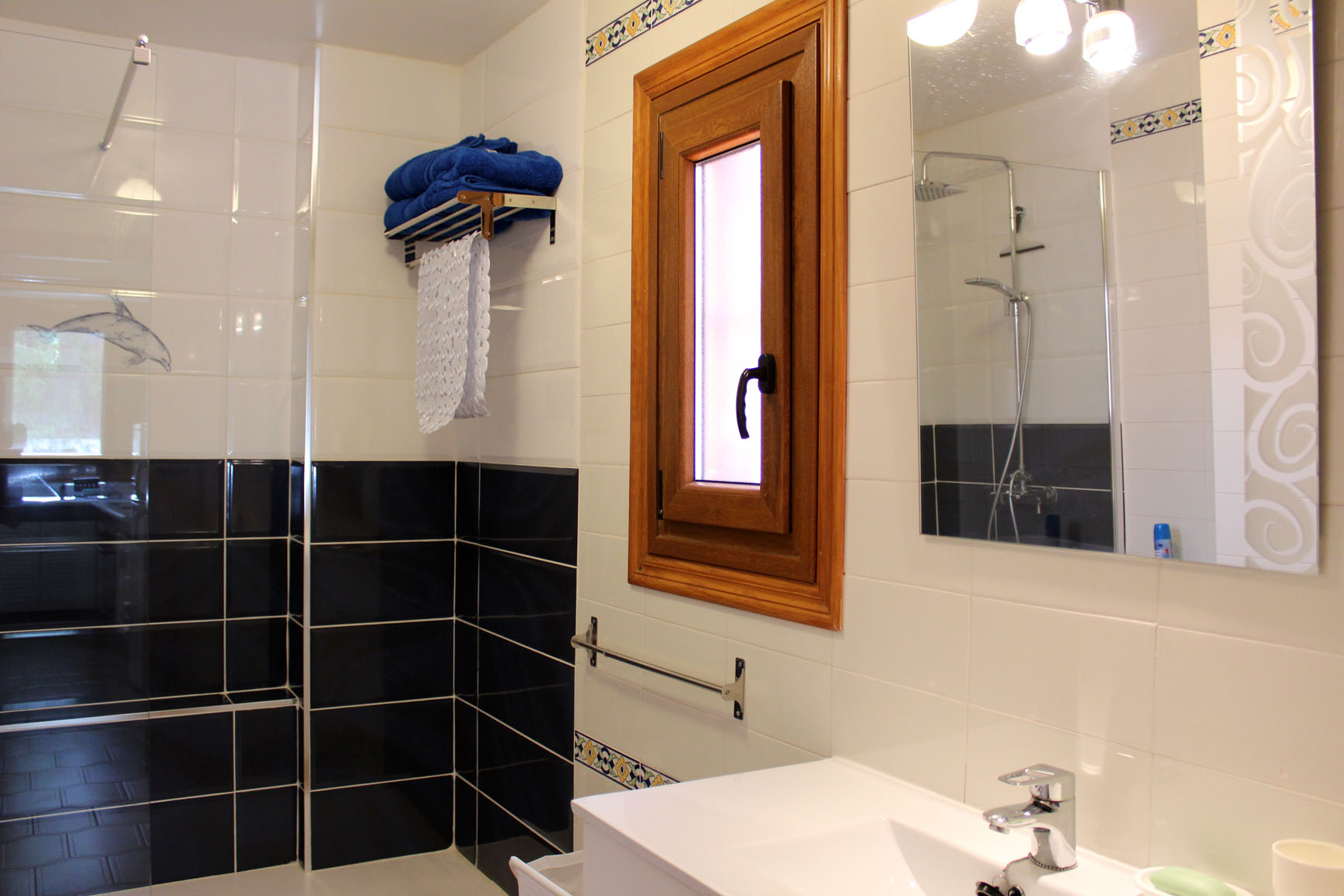 ITSH Property Fully fitted family bathroom 8