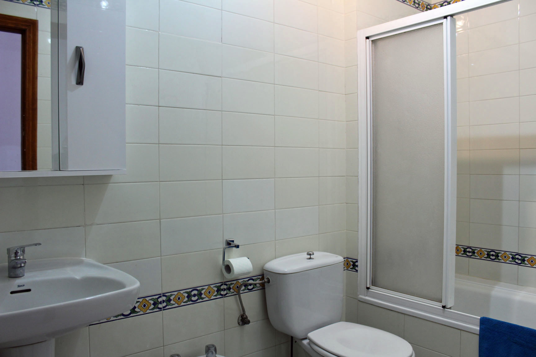 ITSH Property Fully fitted family bathroom 9