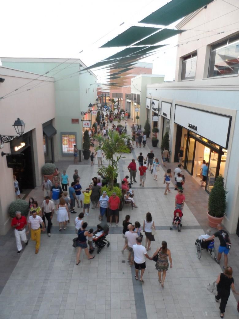 ITSH Property Zenia Blvd shopping mall 20