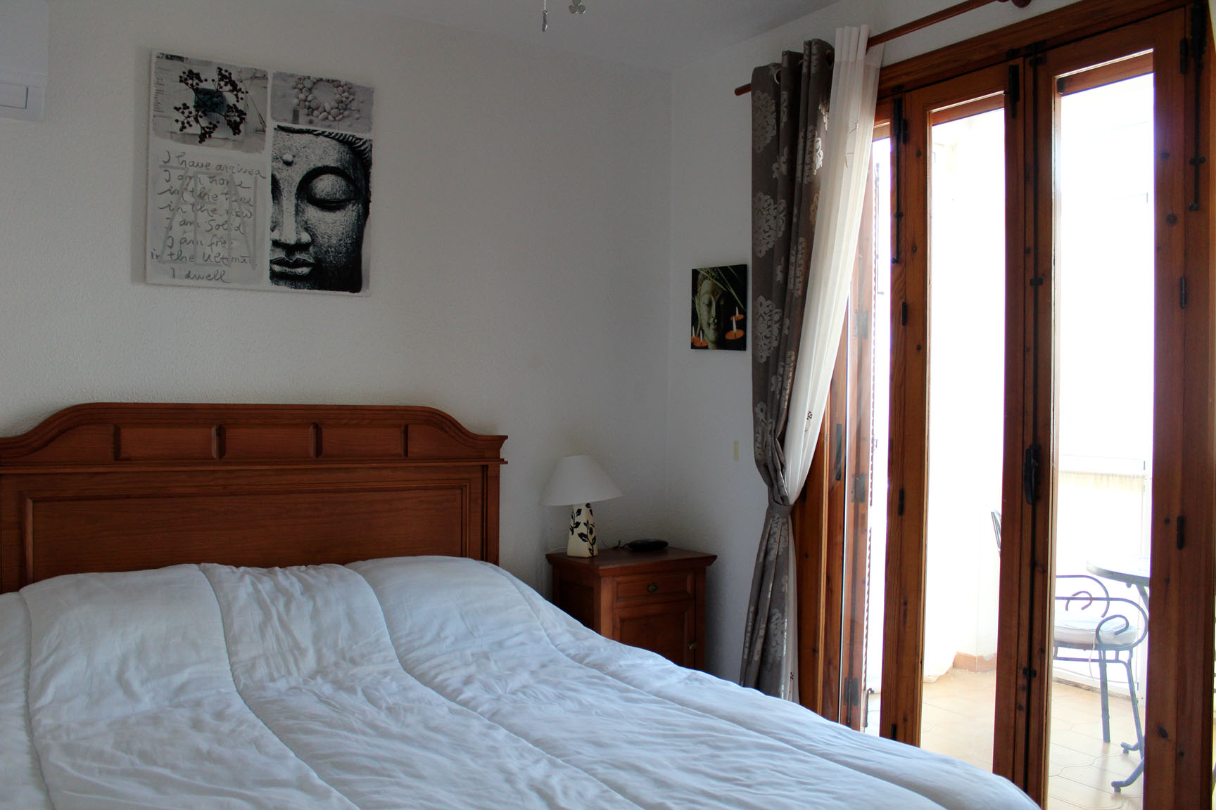 ITSH Property King size bedroom with entrance to the balcony 9