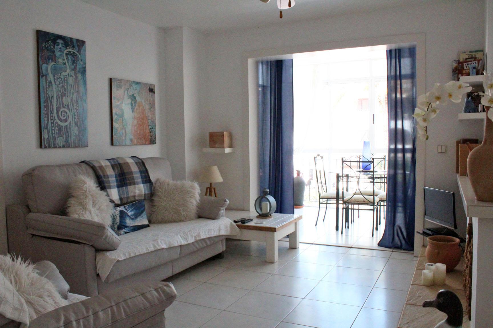 ITSH Property Spacious living room 3