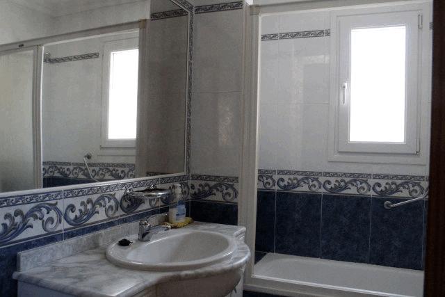 itsh 1573332353HUYLBQ ref 1750 mobile 15 Full family bathroom El Galan