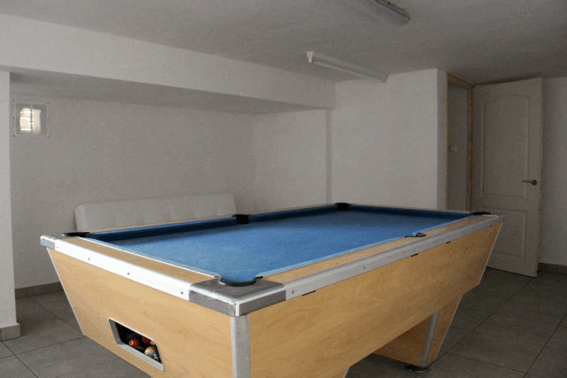itsh 1573332353HUYLBQ ref 1750 mobile 16 Games room with pool table El Galan
