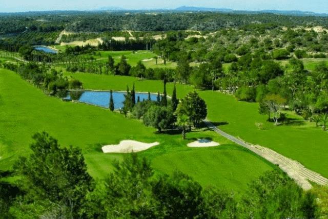 itsh 1522050560HTILRA ref 1704 mobile 14 Campoamor golf course 10 minute drive Villamartin Plaza