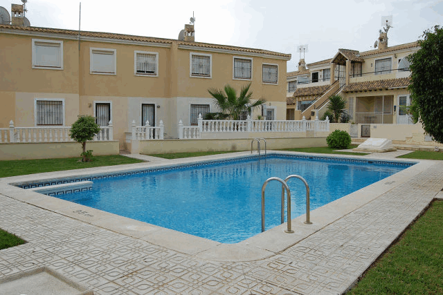 itsh 1522076149FBYWJK ref 1710 mobile 2 Communal pool just outside the gate Villamartin