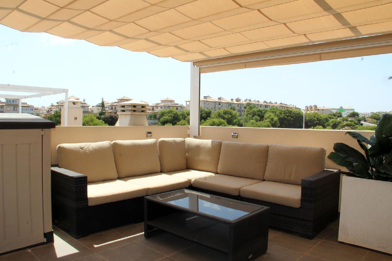 itsh 1632172264OFCWJT ref 1771 mobile 2 Large seating area on the private solarium La Zenia