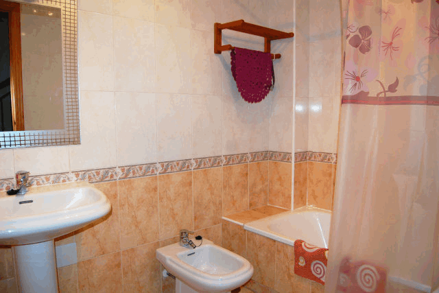 itsh 1521881460TQWANP ref 1712 mobile 9 Full family bathroom upstairs Playa Flamenca