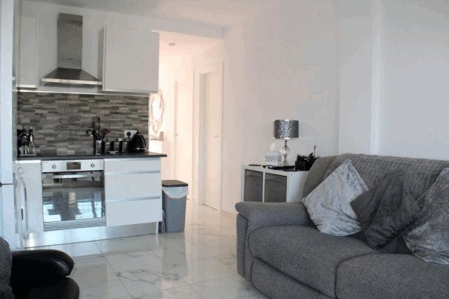 itsh 1592609730JMUNYV ref 1761 mobile 5 Living room kitchen area Villamartin Plaza