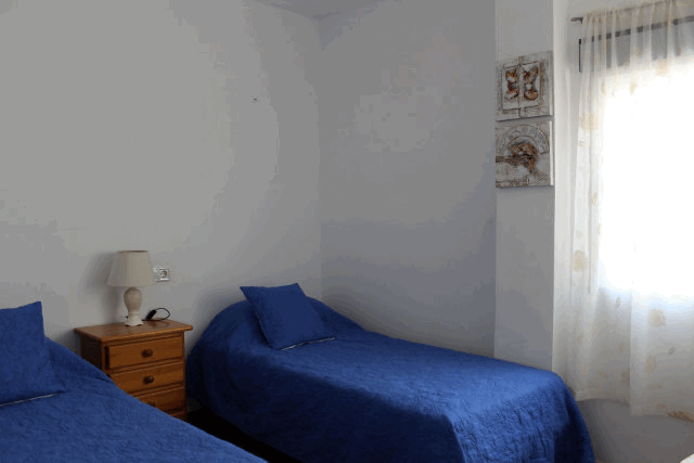 itsh 1522130944UNQFIR ref 1720 mobile 7 Bedroom 2 with 2 single beds Villamartin Plaza