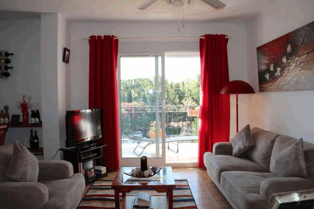 itsh 1573260885CPLUHS ref 1747 mobile 4 Large spacious living room Villamartin Plaza
