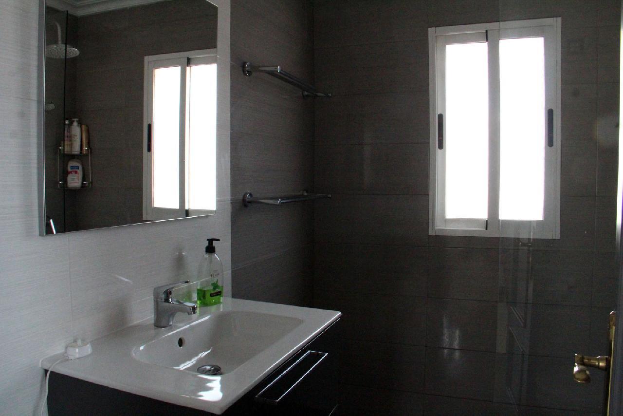 itsh 1631312124YNWEKC ref 1768 mobile 15 Large family shower room Villamartin