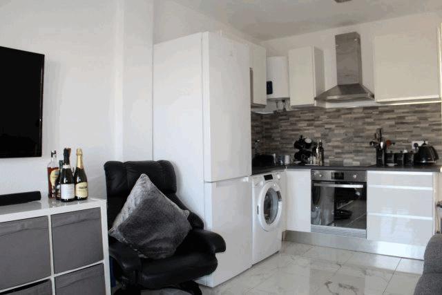itsh 1592609730JMUNYV ref 1761 mobile 4 Living room kitchen area Villamartin Plaza