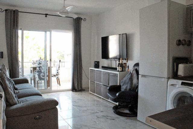 itsh 1592609730JMUNYV ref 1761 mobile 3 Living room with UK TV FREE wifi Villamartin Plaza