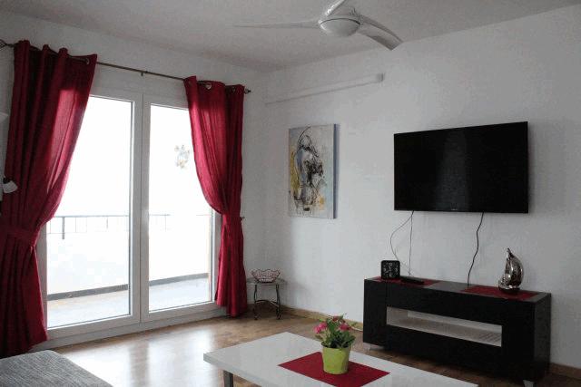 itsh 1522130944UNQFIR ref 1720 mobile 4 Luxury living room leading to huge balcony Villamartin Plaza