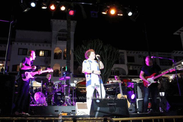 itsh 1554131329TLDQOX ref 1741 mobile 13 Leo Sayer in concert 2018 in the central plaza Villamartin Plaza