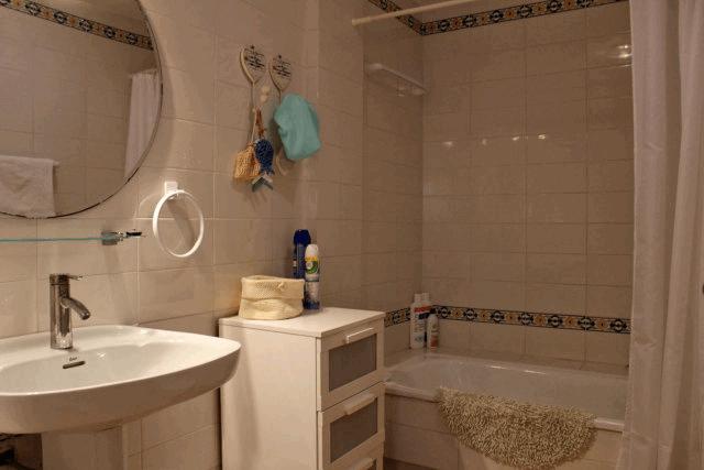 itsh 1554131329TLDQOX ref 1741 mobile 10 Full family style bathroom Villamartin Plaza