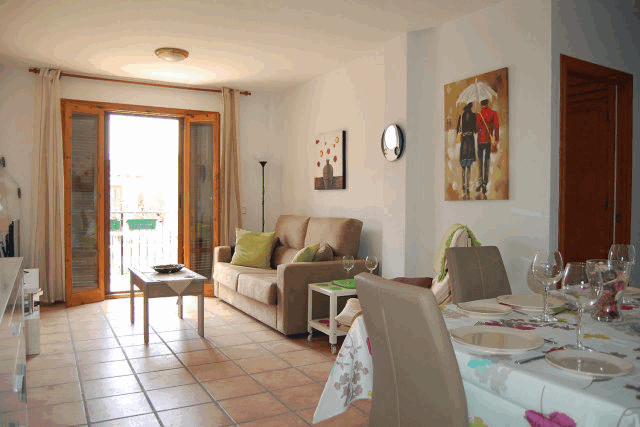 itsh 1522050560HTILRA ref 1704 mobile 3 Spacious Living room of the apartment Villamartin Plaza